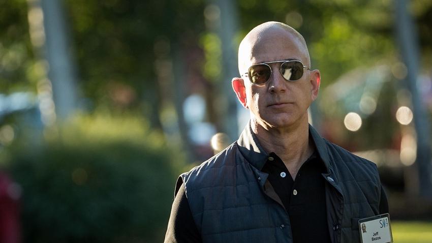 Amazon CEO'su Jeff Bezos, Kendisine Şantaj Yapıldığını İddia Etti