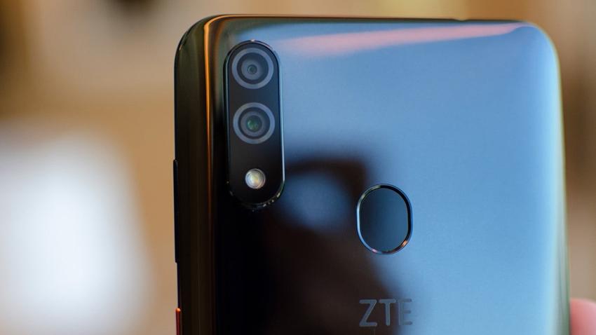 ZTE 32MP Ön Kameralı Yeni Akıllı Telefonu Blade V10'u Tanıttı