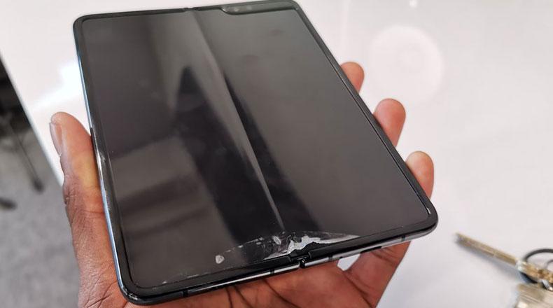 Samsung Katlanabilir Telefon Galaxy Fold Arıza 2
