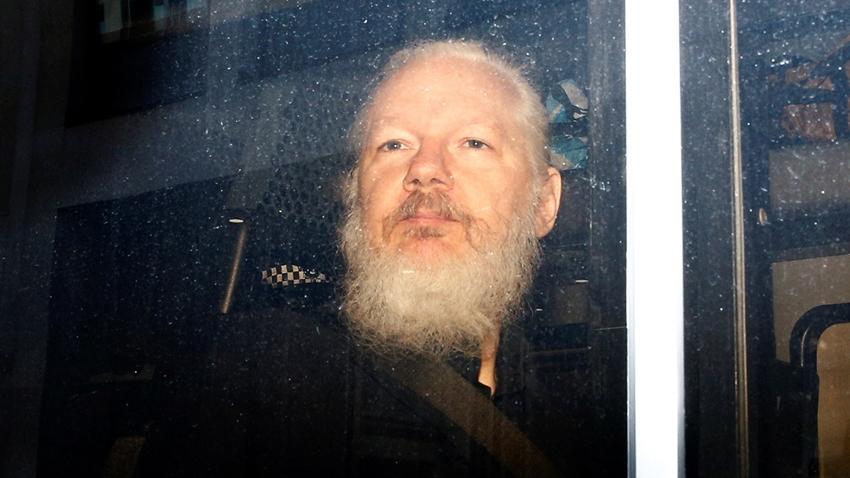 Assange Destekçileri Ekvador'a Acımadı