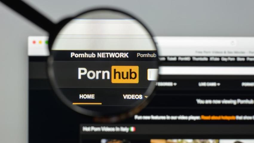 İngiltere, Porno Sitelerine Gelecek Yaş Sınırı Uygulamasını Erteledi