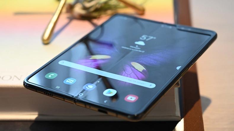 katlanabilir telefon galaxy fold
