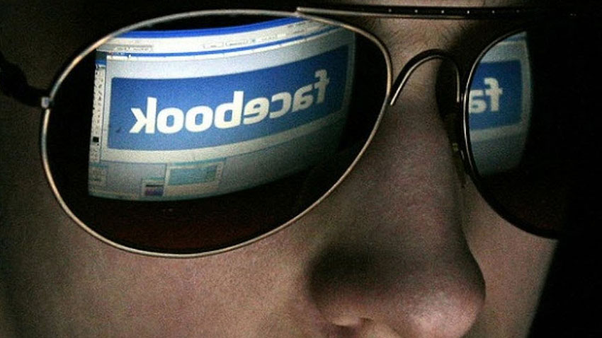 Facebook Kullanıcılarını İzliyor