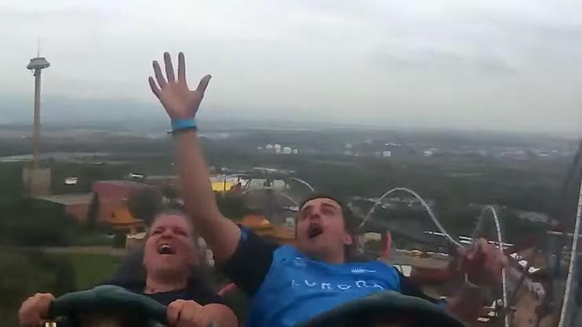Roller Coaster Havada Yakalanan iPhone