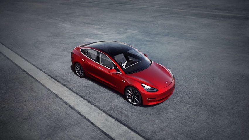 Tesla Model 3 Sahiplerine Kavuşuyor