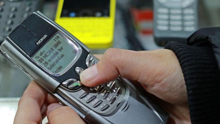 Bir Vatandaş 35 Bin TL Harcayarak 25 Yılda 850 Cep Telefonu Biriktirdi11
