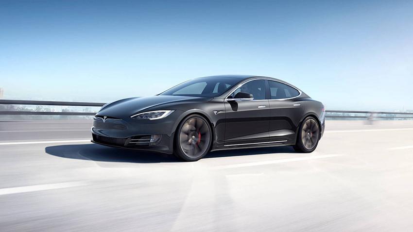 Tesla Hisselerini Satıyor