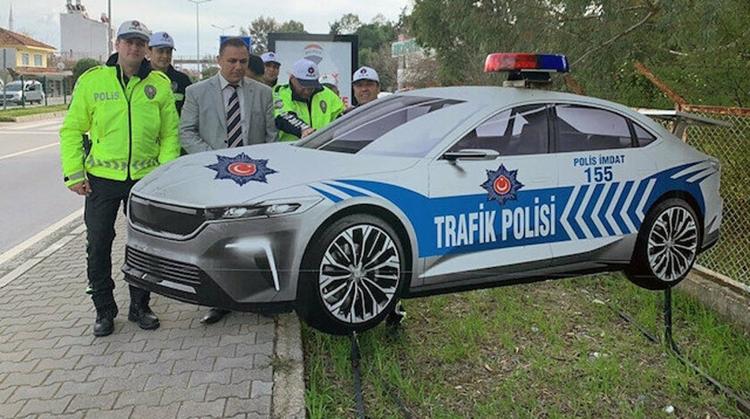 Maket Polis Aracı Tasarımı ile Dikkat Çekiyor