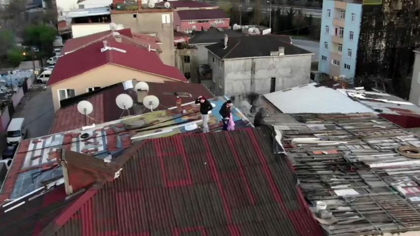 Çatıya Çıkan Gençler Drone Uyarısı