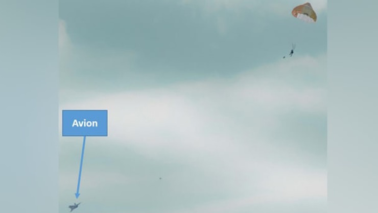 Uçuş Esnasında Paniğe Kapılıp Acil Durum Butonuna Bastı