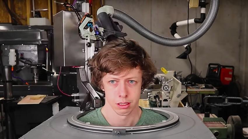 Saç Kesen Robot Dikkatleri Çekti -1