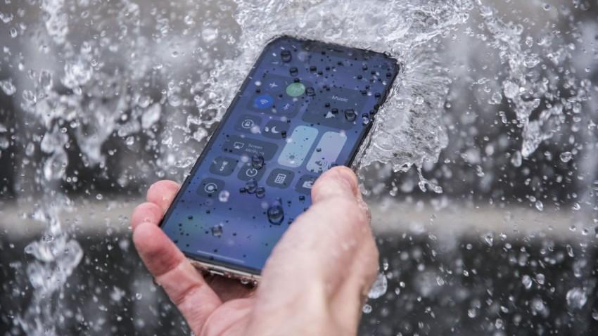 Suya Düşen Telefonu Pirince Yatırmak Doğru mu?