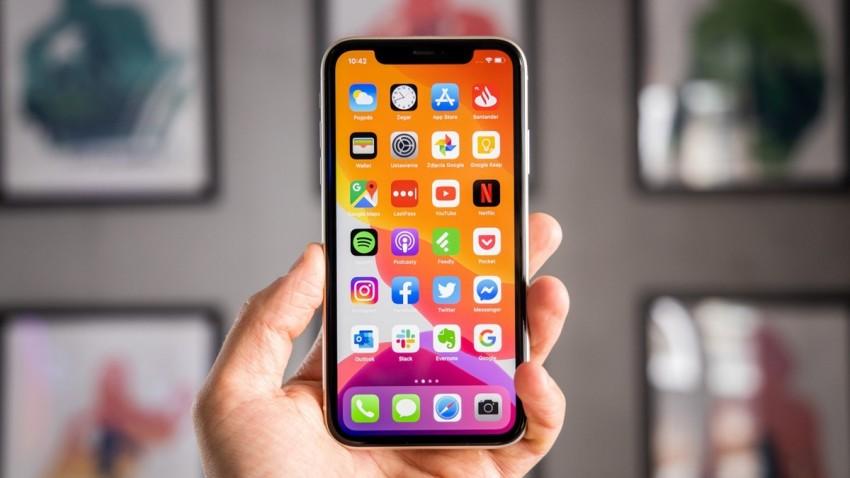 apple-katlanabilir-ekran-anlasma-yapti