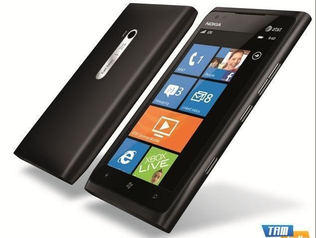 <strong>AT&T Nokia Lumia 900</strong>