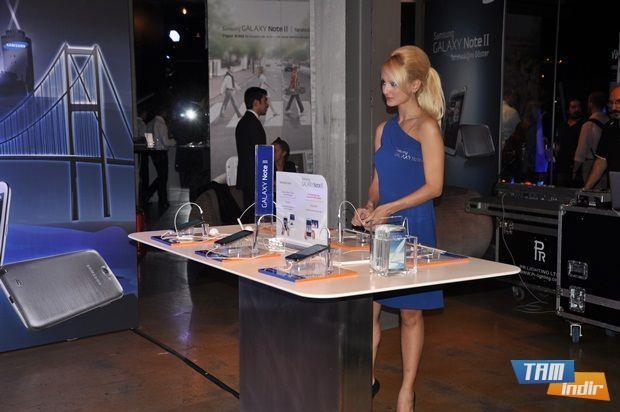 Gecede Samsung ürünleri tanıtıldı