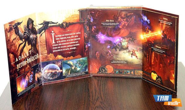Diablo 3'ün normal versiyonuna ait oyun kutusunun içerisindekiler.