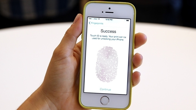 Apple, Kavisli Ekrana Sahip iPhone Geliştiriyor