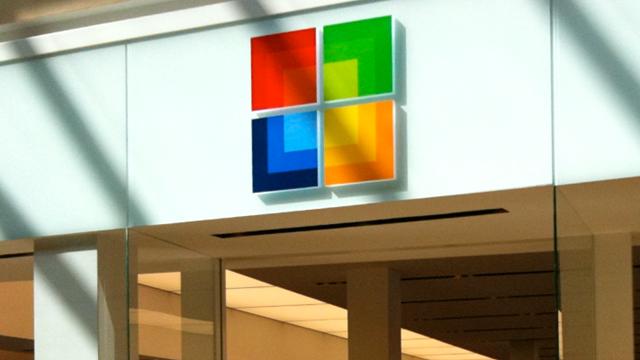 Microsoft, iPhone 4S ve iPhone 5'leri 200 $'a Satın Alıyor