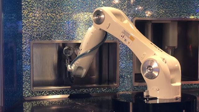 Barmen Robotlar Çalışmaya Başladı