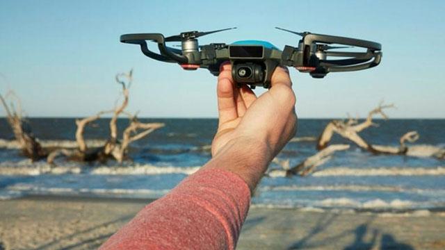 DJI Elle Kontrol Edilebilir Spark Drone Modelini Tanıttı