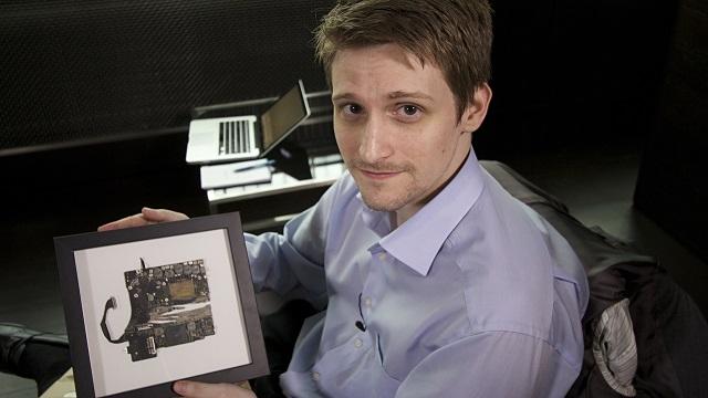 Edward Snowden iPhone Kılıfı Geliştirdiklerini Açıkladı