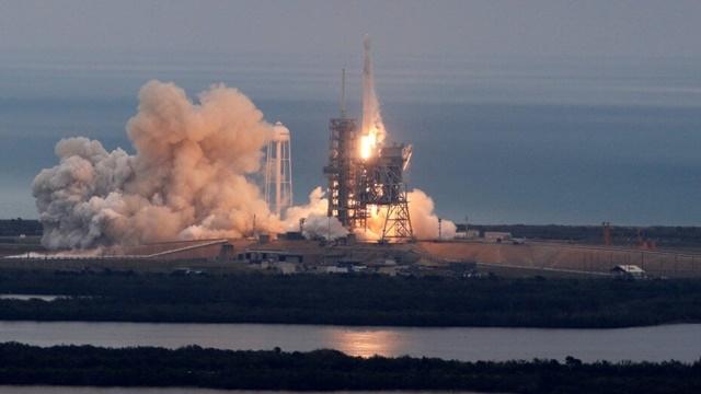 Elon Musk İki Kişiyi Gelecek Yıl Ay'a Göndermeyi Planlıyor