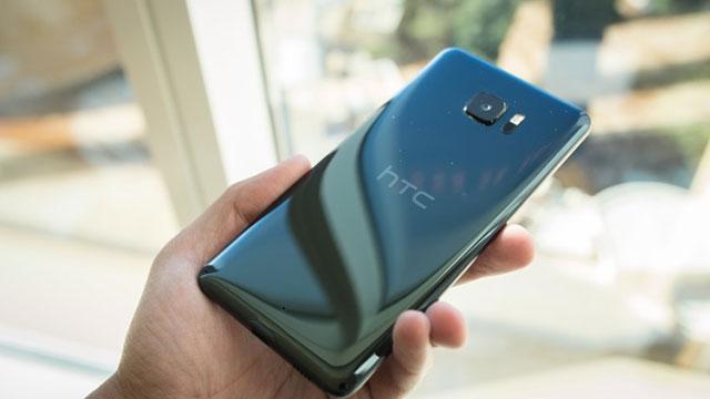 HTC, Safir Camlı ve 128 GB Hafızalı U Ultra Modelini Tanıttı