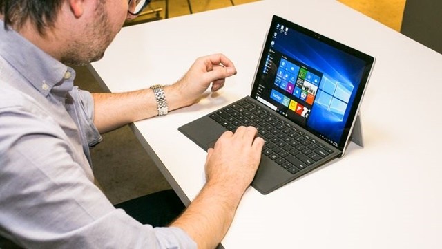 Microsoft'a Göre Macbook'lardan Surface'e Geçiş Hızlandı