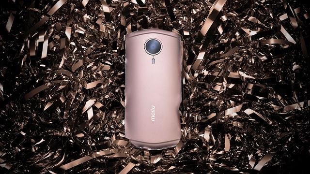 Meitu'nun Yeni Telefonu Daha İyi Selfie İçin Yapay Zeka Kullanıyor