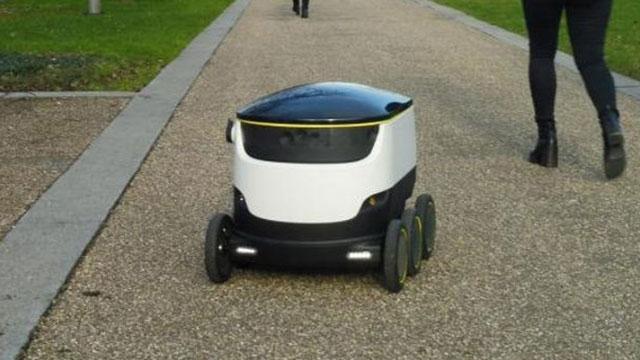 Robot Kuryeler Yasallaşıyor