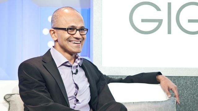 Microsoft CEO'su Satya Nadella Apple'a Sadece Gülüyor
