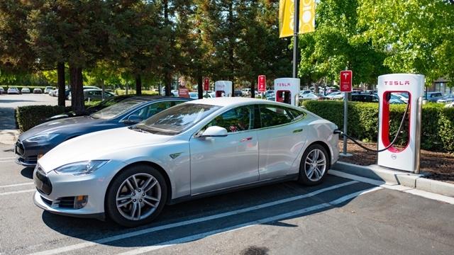 Tesla'nın Yeni Nesil Şarj İstasyonları Çok Daha Hızlı Olacak