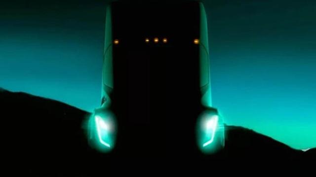 Tesla'nın Elektrikli Kamyonu 480 Km Yol Yapabilecek