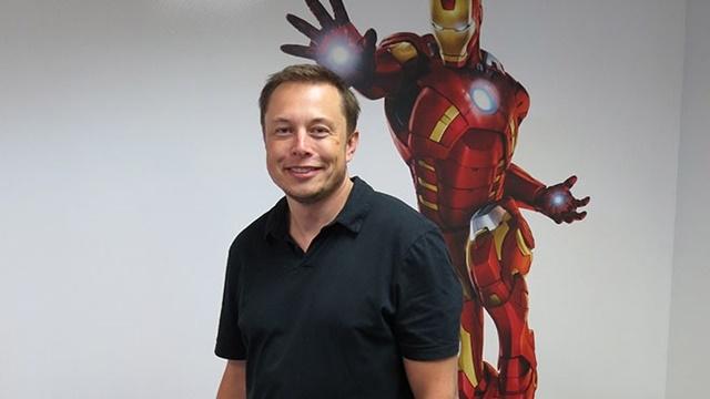 Elon Musk, Pentagon'a Iron Man Zırhı Yapabilmek İçin mi Gitti?