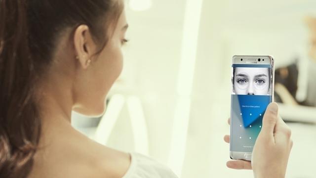 Samsung Galaxy S8'in İris Tarayıcısı Fotoğrafla Kandırıldı