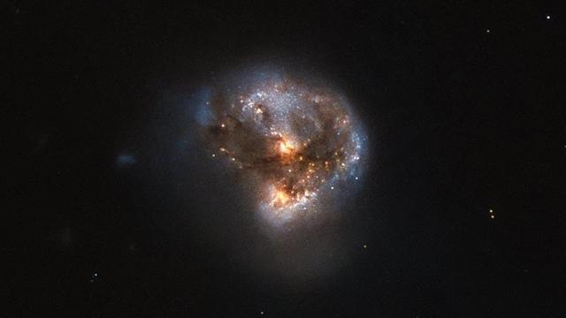 Hubble Teleskobu Mega-Mayzer Keşfetti