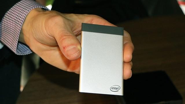 Intel, Kredi Kartı Boyutlarındaki Bilgisayarını Tanıttı