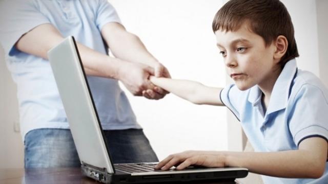 Türkiye'de Gençlerin Yüzde 3,6'sı İnternet Bağımlısı