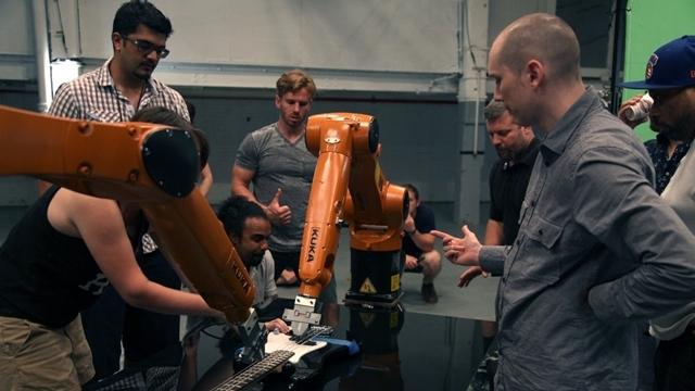 Endüstriyel Robotlardan Kurulu Orkestradan Yıkıcı Bir Performans
