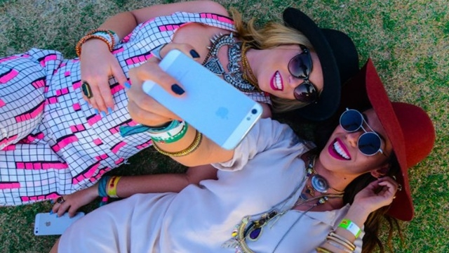 Çok Selfie Çekenler Düşündükleri Kadar Güzel Görünmüyorlarmış