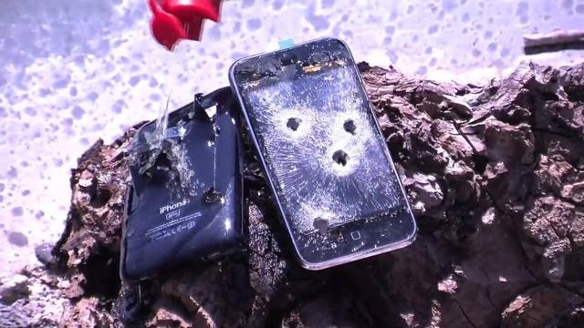 Sosyal Medyaya Kafası Bozulan Anne Tüfekle Çocuklarının iPhone'larını Vurdu