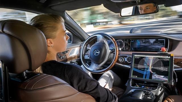 Almanya Sürücüsüz Arabalara Yola Çıkma İzni Veriyor