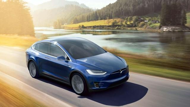 Tesla'nın Otomatik Pilotu Rahatsızlanan Sürücüsünü Hastaneye Götürdü