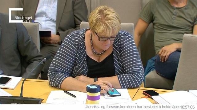 Milletvekili Parlamentoda Pokémon GO Oynarken Yakalandı