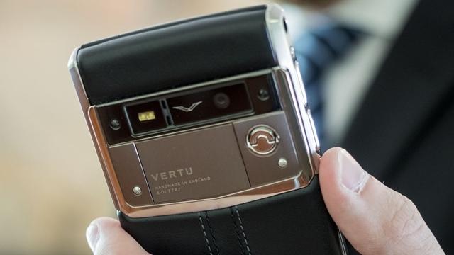 Vertu Eski Telefonlarını Çok Ucuza Açık Arttırmaya Çıkarıyor
