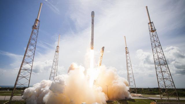 Facebook'un Ücretsiz İnternet Hayali SpaceX ile Kül Oldu!