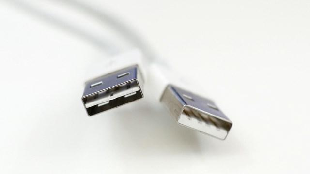 iPhone 6 ile Birlikte Gelmesi Beklenen Çift Taraflı USB Kablo Muammada Kaldı!