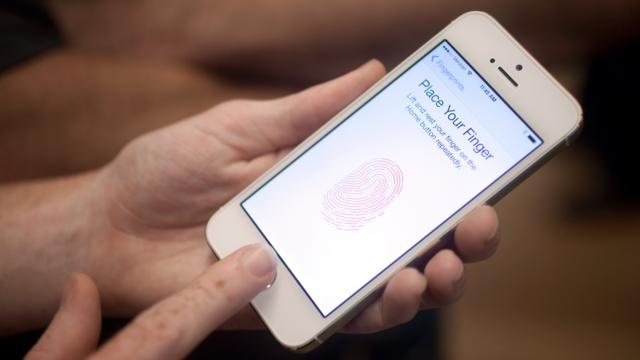 iPhone'un Parmak İzi Kilidini Oyun Hamuru İle Açmayı Başardılar!