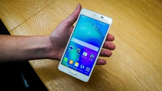 Samsung Galaxy A5 Çin'de Satışa Sunuldu!