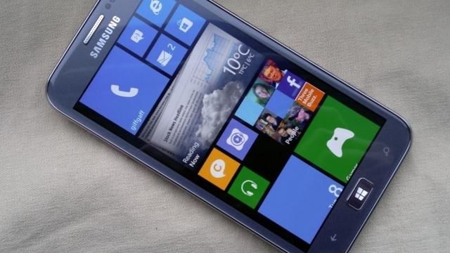 Samsung, Hem Android Hem de Windows ile Çalışan Telefon Üretiyor!